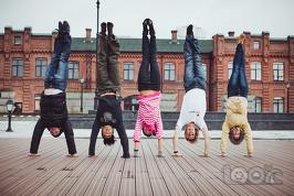 смотреть на мир вверх ногами :)
